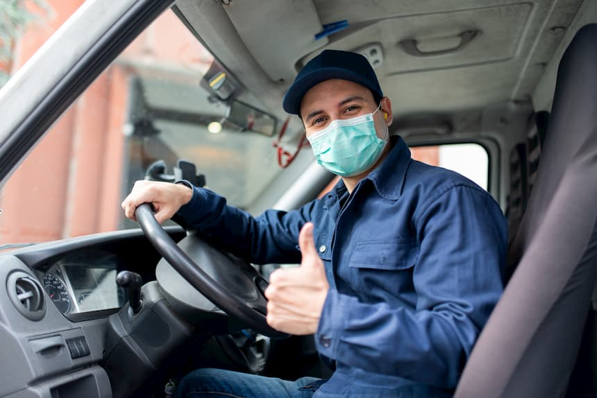 trabajador con mascarilla seguro frente al Covid